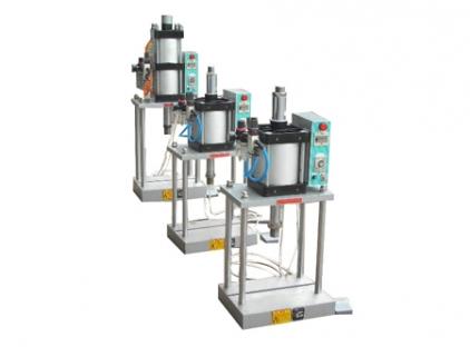 四柱式压力机