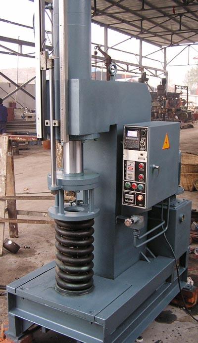 单柱式液压机机身坚固不易变形_宝应县国平铆压设备厂